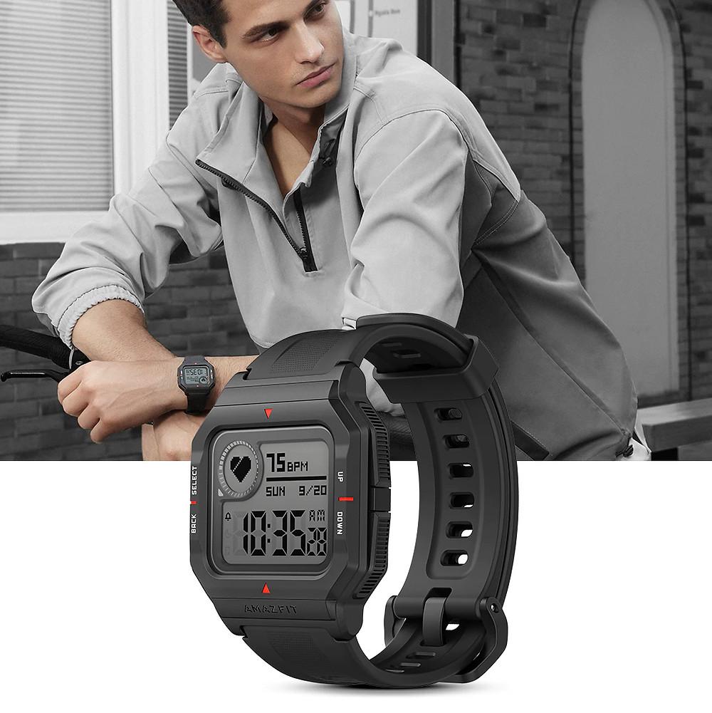 reloj inteligente amazfit neo que compite con casio digital
