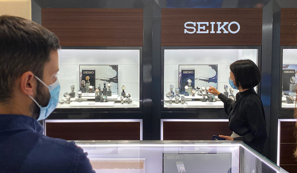 Detalle tienda relojes Seiko Presage y Astron