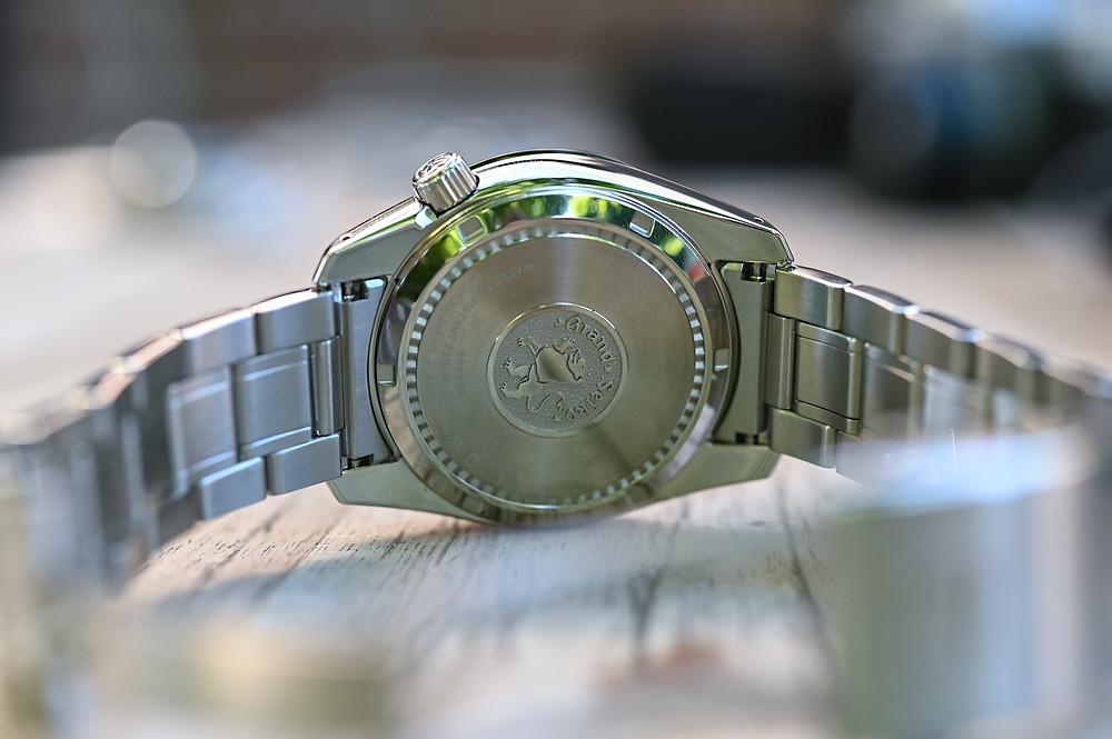 reloj-Grand-Seiko-Sport-GMT-Spring-Drive-SBGE257-tapa-fondo-leon