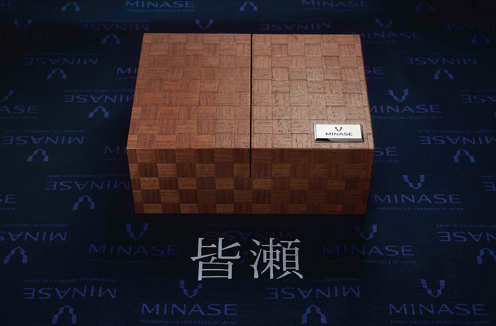Detalle caja reloj manufactura Minase japones 15 aniversario