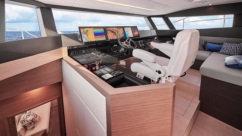 detalle pilothouse timoneria yate de lujo horizon yachts fd75