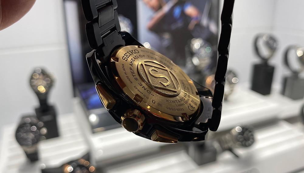 Detalle tapa de fondo roscada reloj seiko astron kintaro hattori 160 aniversario
