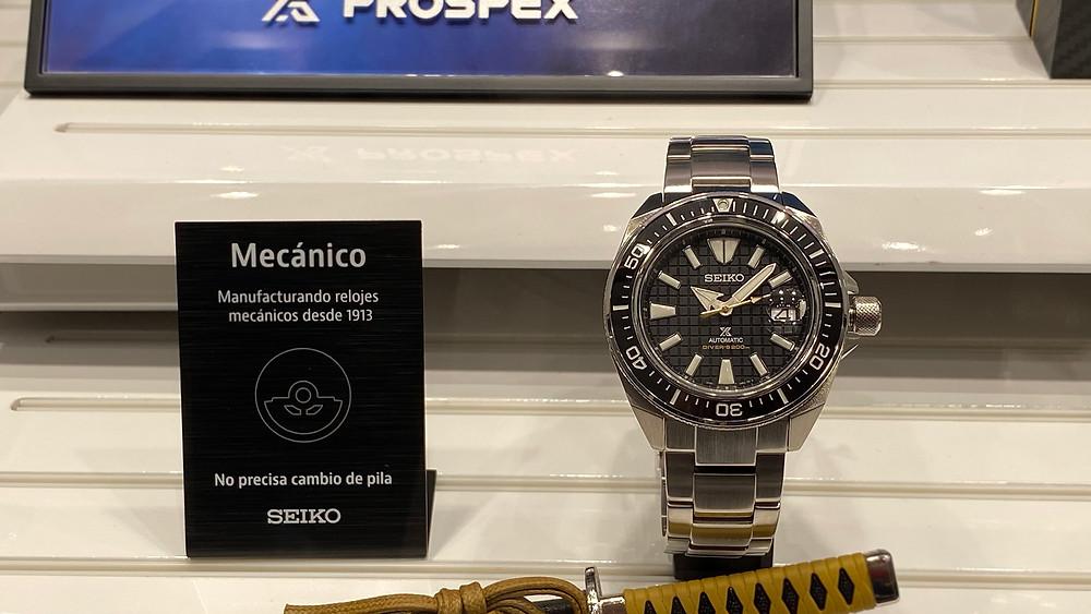 Nuevo reloj Seiko Samurai cristal zafiro y bisel cerámico SRPE35K1