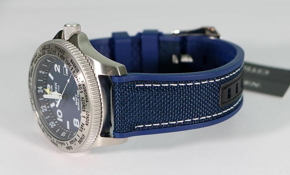 Detalle reloj caja acero y correa nylon Promaster BJ7100-15L