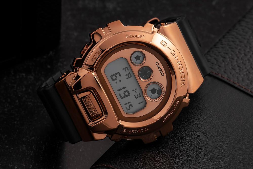 Detalle esfera y caja con bisel metalico nueva serie  relojes GM6900