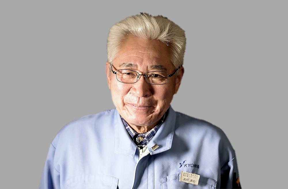 Yusuke Takahashi encargado acabado cajas relojes en minase manufactura japonesa