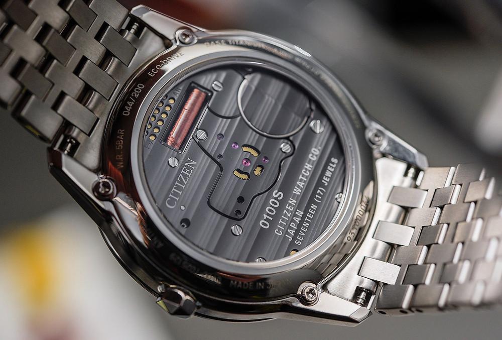 Calibre 0100 de Citizen Watch en reloj AQ6021-51E de titanio y zafiro