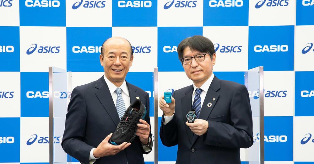 Kazuhiro Kashio, presidente de Casio Computer Co., Ltd. y el Sr. Yasuto Hirota, director de operaciones de ASICS