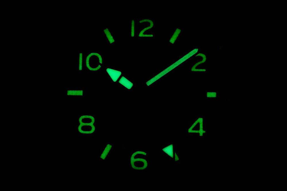 Detalle luminiscencia esfera reloj japonés Citizen bj7100-23x