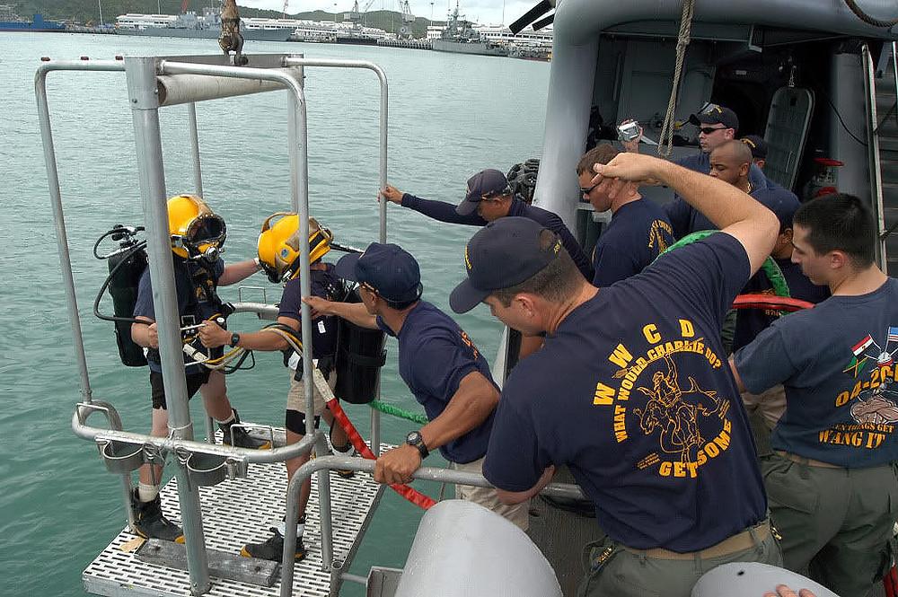 buzos us navy marines con casio G-Shock 200m