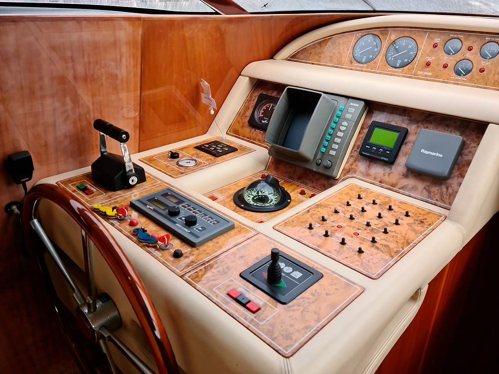 Detalle timoneria embarcacion yate Maiora 20 en venta