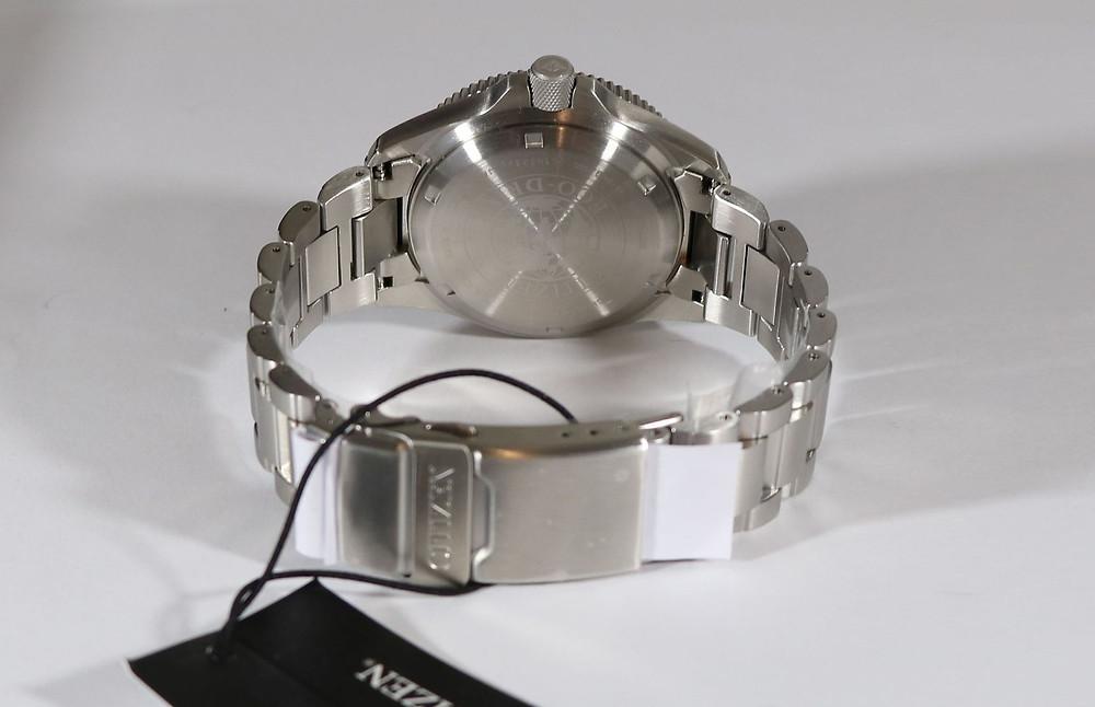Detalle de la pulsera de acero del reloj Citizen BJ7100-82E