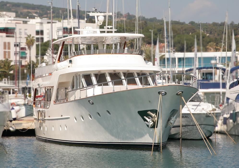 Yate de lujo Benetti 26D en venta Sent-Yacht Barcelona