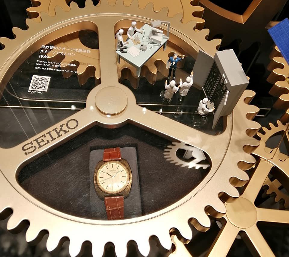 Detalle primer reloj Astron historia Seiko en Ginza