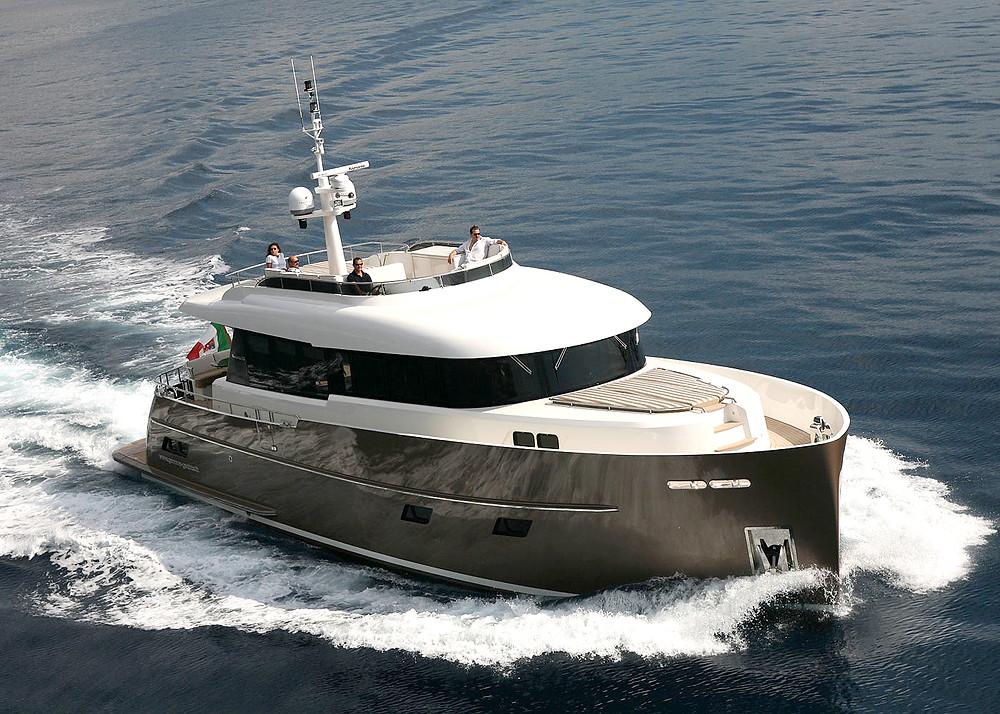 Vista proa nueva embarcación Gamma Yacht 20 en acción