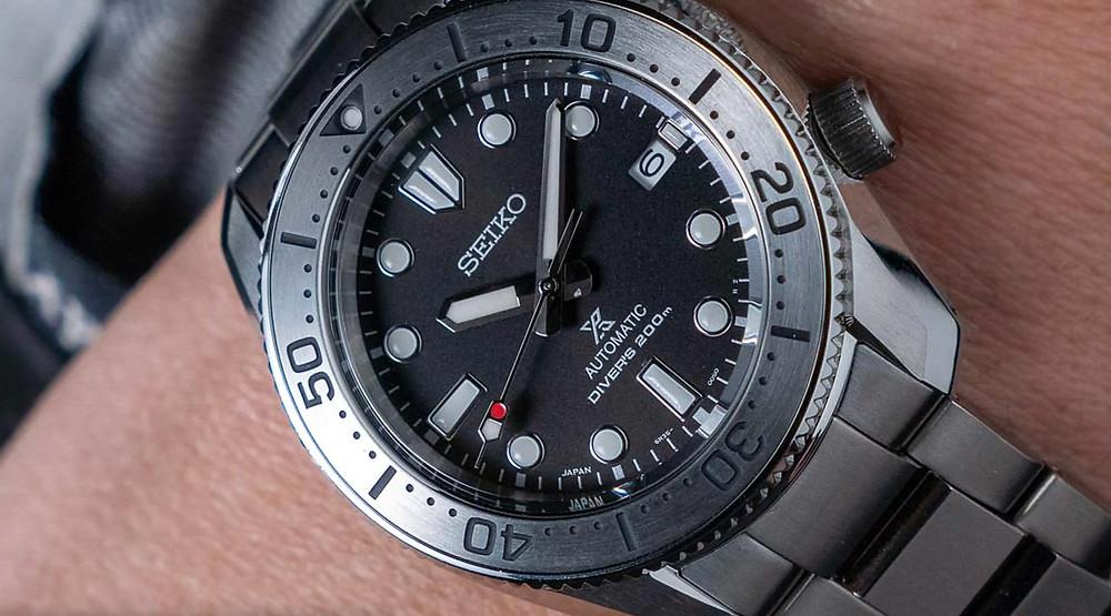 detalle esfera reloj Seiko prospex 200M referencia SPB185J1