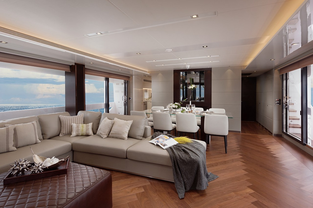 Detalle interior yate gran eslora Horizon yacht FD85 26 metros de ocasión