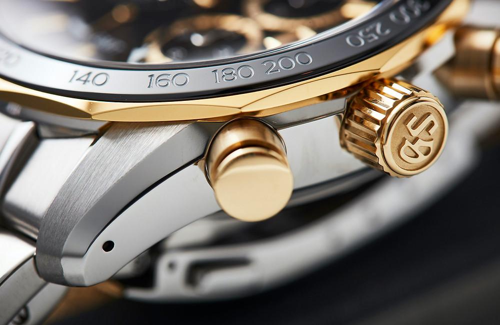 reloj lujo Grand Seiko SBGC240G detalle corona oro 18k bisel circonia