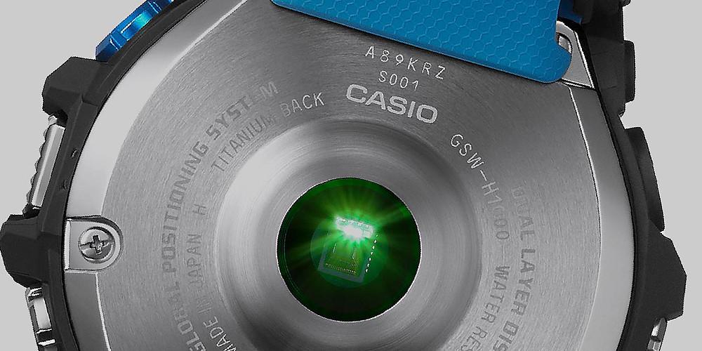 Detalle tapa de fondo y sensor Heart Rate del reloj deportivo G-Squad Pro GSWH1000