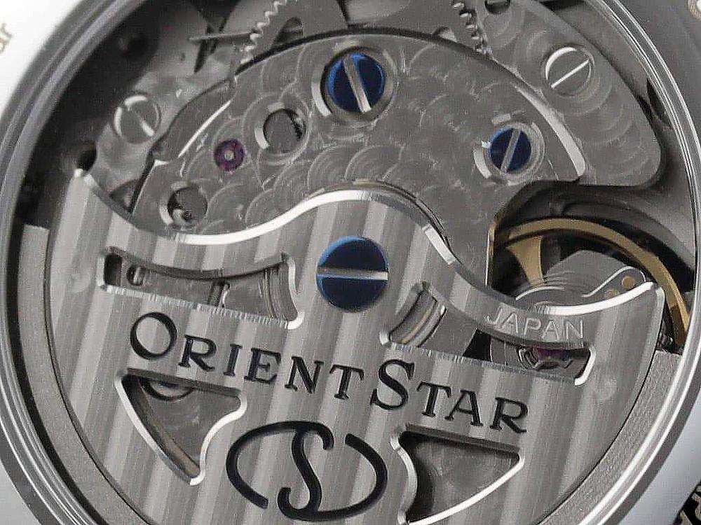 detalle calibre F7M63 orient star automatico fase lunar