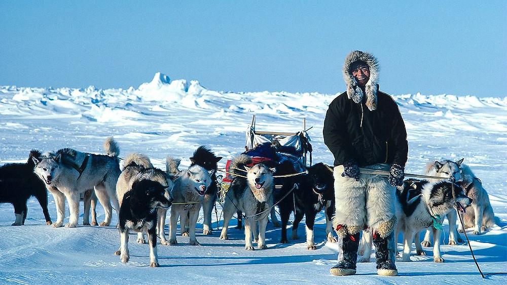Naomi Uemura y sus perros de trineo de Alaska en el camino hacia el Polo Norte en 1978