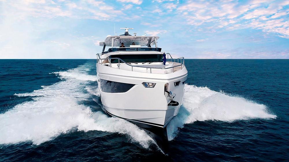 super yate Horizon FD75 navegando velocidad maxima 20 knots
