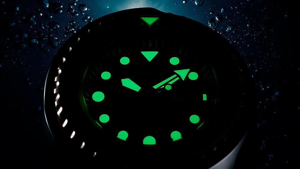 detalle lumibrite seiko undices y agujas reloj divers s23635j1