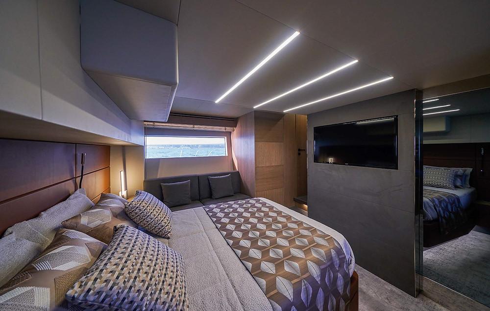 astondoa A52 Flybridge detalle cabina vip yate 16m