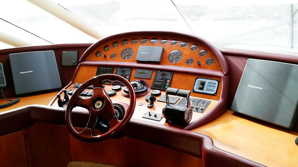 Deatlle pilothouse timoneria yate Rodman 64 de ocasión en venta