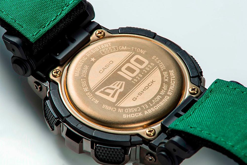 Detalle tapa cpon marca new era en reloj g-shock gm-110ne