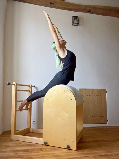 Le Cygne sur Ladder Barrel | La Pause Pilates Studio (Le Gua, Charente Maritime 17)