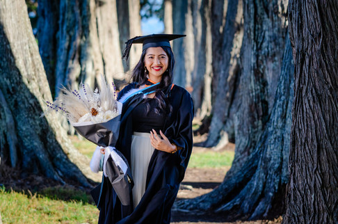 Graduation photoshoot Rimli walking