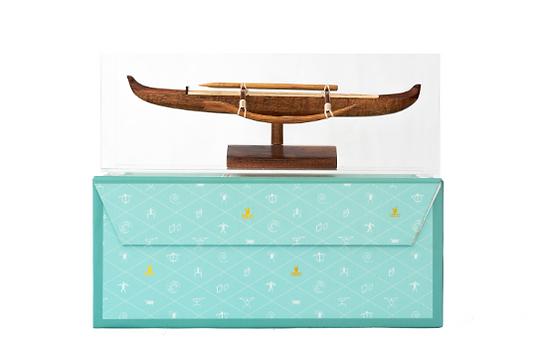 Mini Hawaiian racing canoe.png