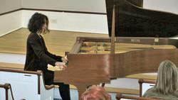 Ana Glig pianist