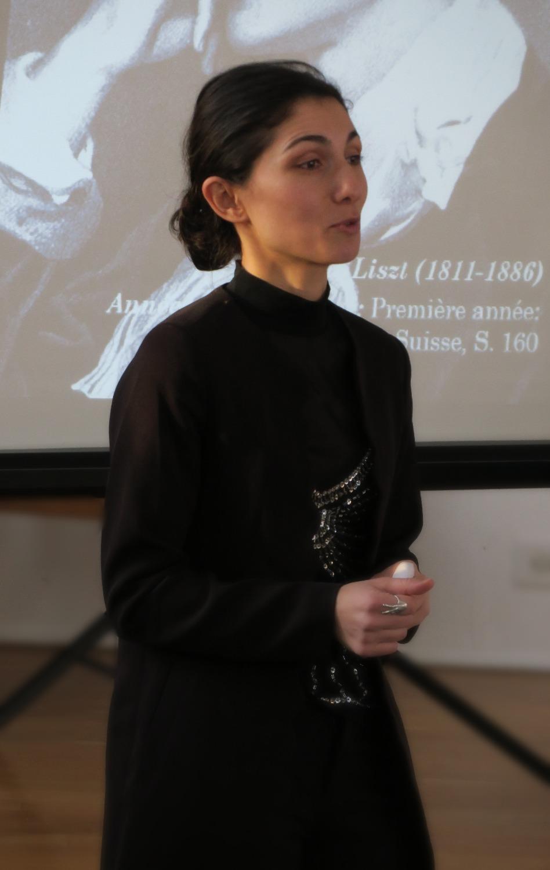 Pianist Ana Glig