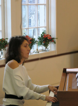 Pianist Ana Glig from Harwich