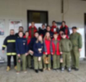 Jugend der Freiwilligen Feuerwehr Lungitz mit dem Licht des Friedens