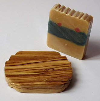 Ribbed oval soap dish in olive wood