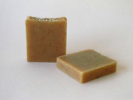 Savon artisanal à l'huile, à l'avoine, au miel et au romarin
