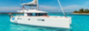 Las personas que relajaba en un catamaran