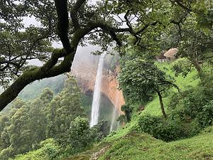Uganda - Sipi Falls side on view.HEIC