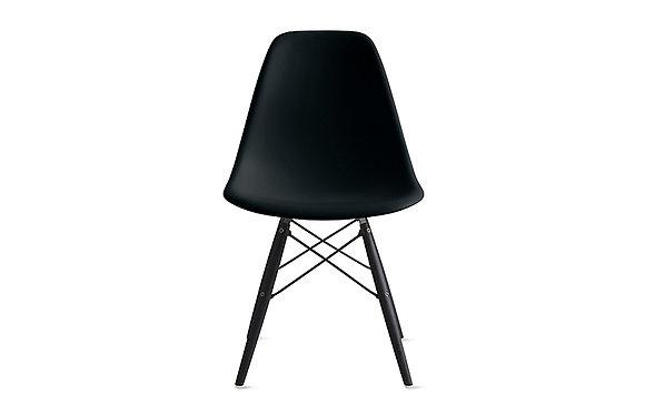 Стул Eames DSW черный с черными ножками