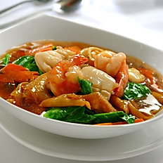 Fried Kway Teow with Seafood (Gravy)