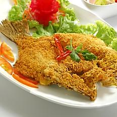 [30] Deep Fried Seabass with Spicy Mango Salad