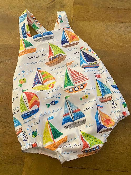 Ranita Ana barcos de vela coloreados