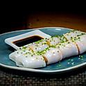 Garnalen loempia gewikkeld in gestoomde rijstflensjes