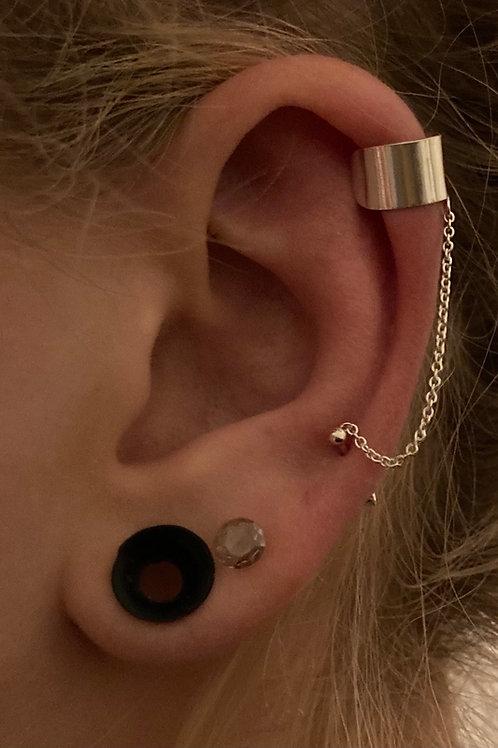 Ear cuff with earrings