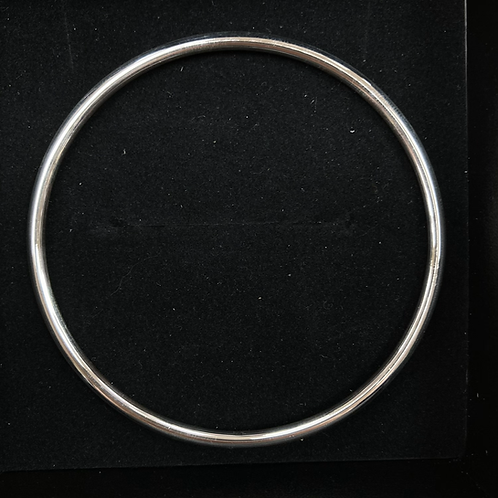 Silver rounded bangle