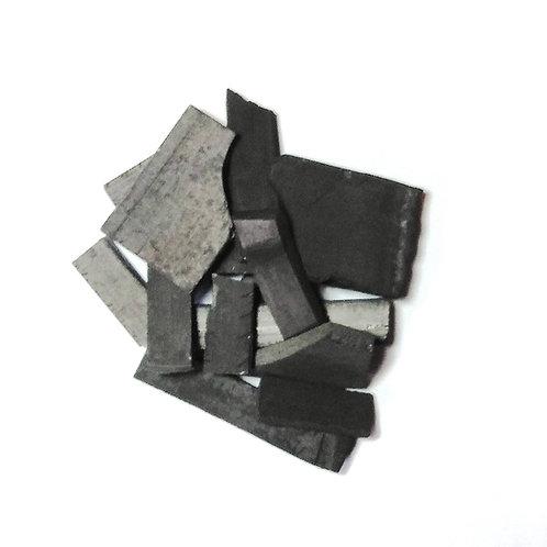 Morceau de charbon de bambou de formes et de tailles différentes