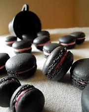 macaron noir au charbon de bambou takesumi